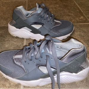 Brand New Nike Huaraches Worn Once With Box